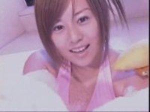夏川純☆まさかの乳輪ポロリ!泡風呂で油断して横乳から黒いモノが見えた映像!